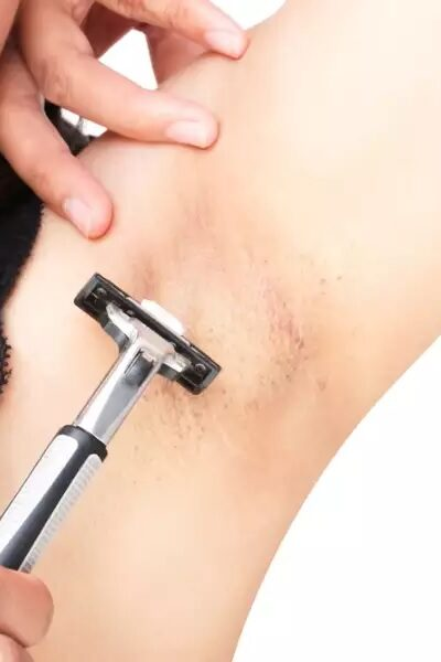 how to shave underarms without darkening